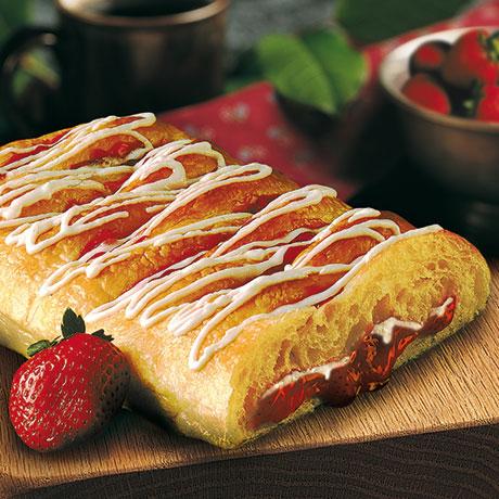 strawberry-cream-cheese-strudel